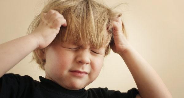 Los piojos son más comunes en niños y niñas con el pelo largo