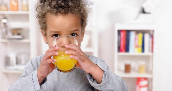 Para tratar la acetona es recomendable dar a los niños zumos y refrescos azucarados