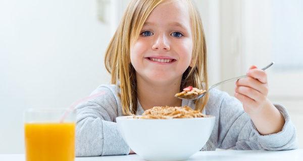 Un completo desayuno diario ayuda a prevenir la acetona en niños