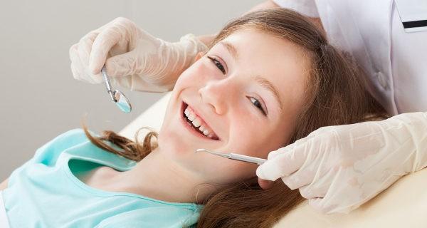 Cuanto antes empiece el niñoa a ir al dentista, menos miedo tendrá