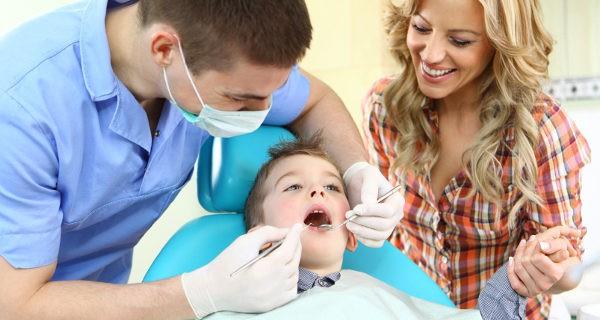 No debemos meter miedo a los niños con el dentista