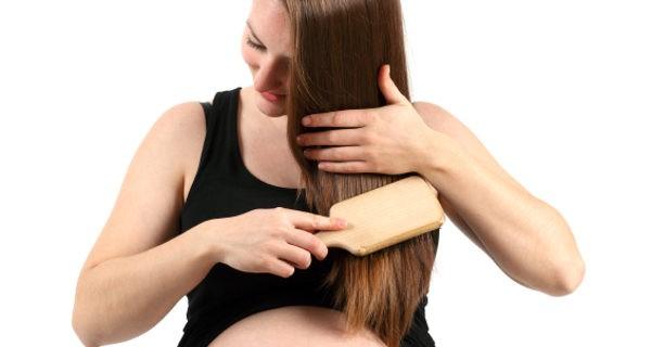 Muchas mujeres notan durante el embarazo que su pelo tiene ás volumen y grosor