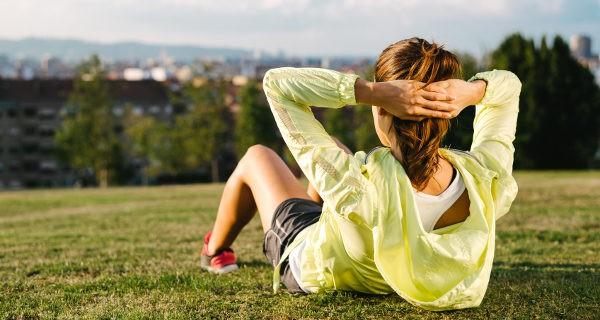 Los abdominales hipopresivos aportan los mismos beneficios que los clásicos y definen mejor la cintura