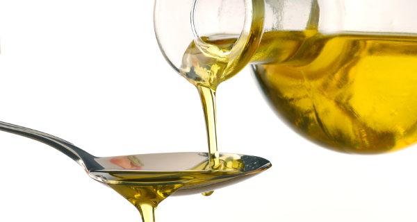 El aceite es un gran aliado contra el estreñimiento, dáselo en crudo a tu bebé sólo o mezclado con la comida