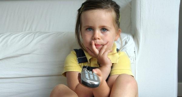 Durante la franja de horario infantil está prohibido utilizar palabrotas y contenidos violentos