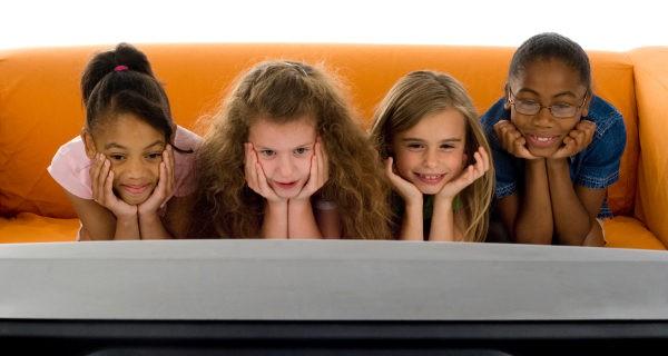 Muchas cadenas de televisión respetan poco el horario infantil