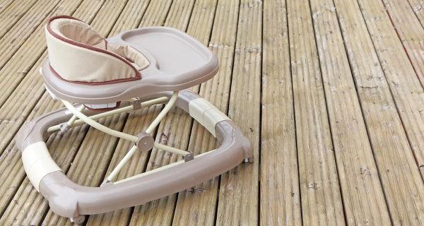 El andador es un utensilio clásico de la infancia, aunque no todos los niños lo usan