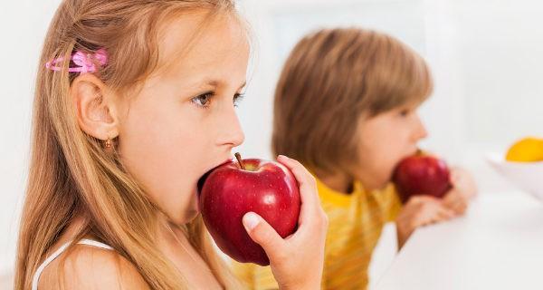 Una dieta variada aporta todos los nutrientes necesarios a los niños