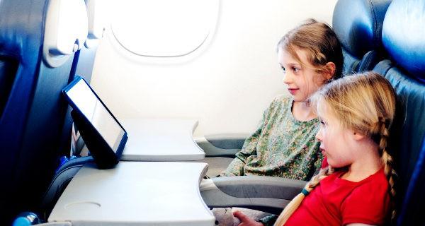 Para los viajes en avión podemos llevar algo para entretenernos que no ocupe espacio