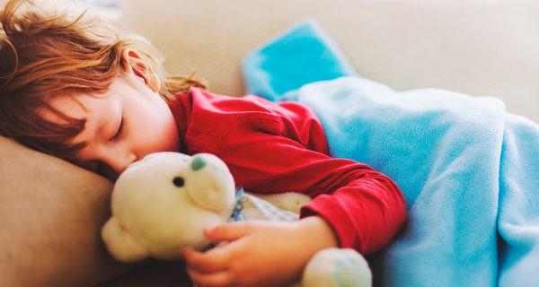 Hasta los 5 años los niños deben dormir 12 horas diarias