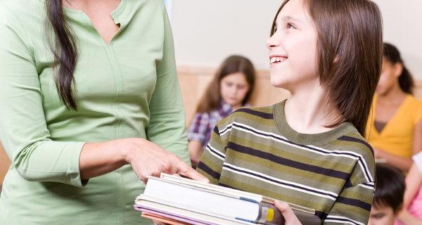 Alumno con libros