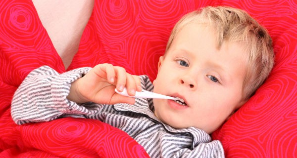 Niño con fiebre