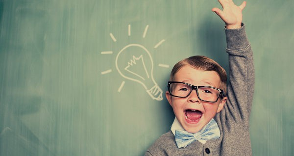 Niño con una idea