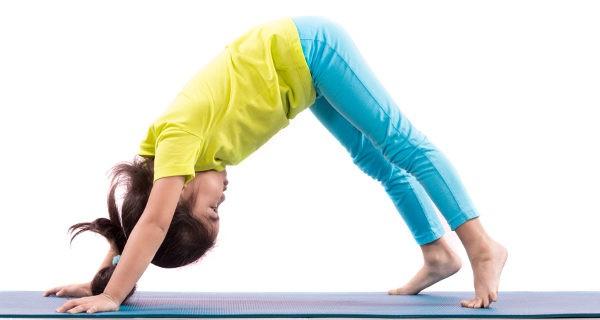 Clase de yoga infantil