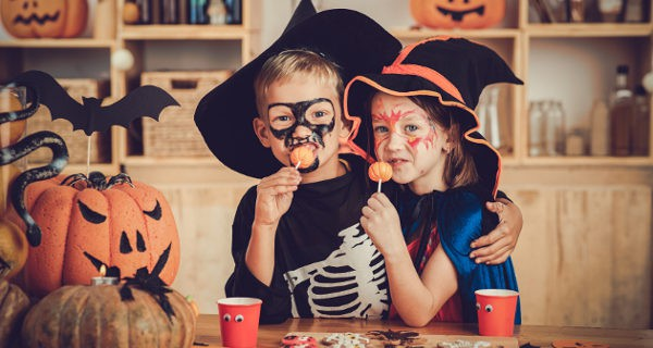 Niños disfrazados en Halloween