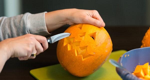 Preparando una calabaza de Halloween