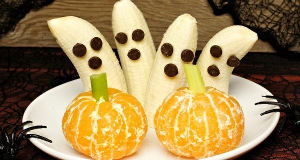 Mandarinas y plátanos decorados para Halloween