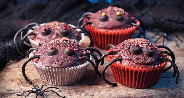 Cupcakes imitando arañas para Halloween