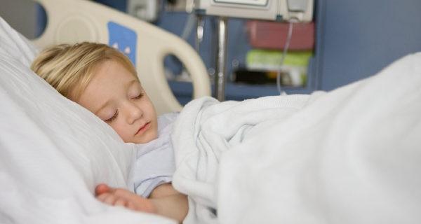 Niño en el hospital