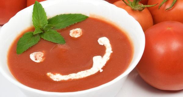 sopa de tomate feliz