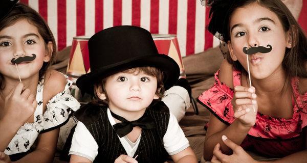 Niños disfrazados teatro