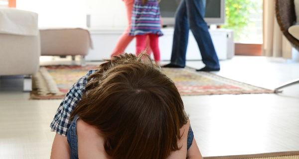 Niño presenciando violencia de género
