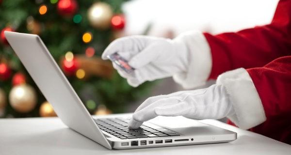Haciendo las compras navideñas por internet