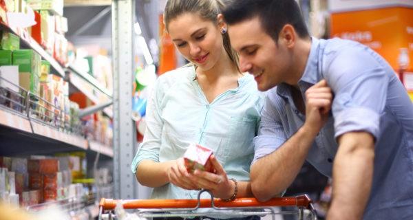 pareja en el supermercado
