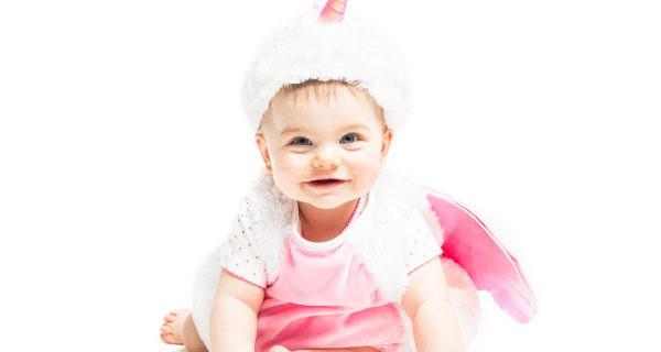 bebé disfrazado de unicornio