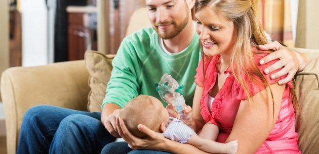 padres con bebé con fibrosis quística