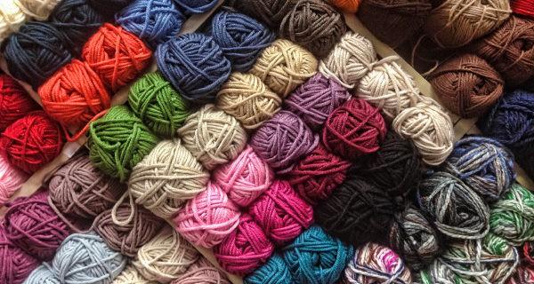 Qu tipo de lana comprar si vamos a tejer ropa de beb for Mantas de lana de colores