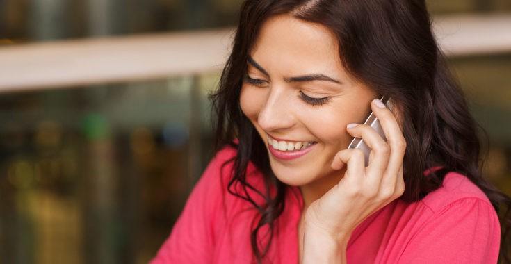 Llamar a casa para ver cómo está tu hijo hija hace que sientan que te tienen cerca