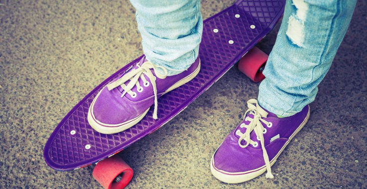Muchos médicos alertan del riesgo de caída de las zapatillas con ruedas