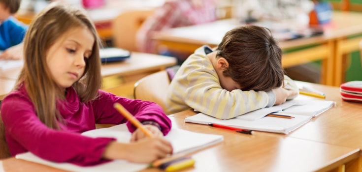 Un niño que no duerme bien verá reducida su energía y rendimiento escolar