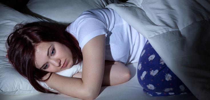 La depresión es mucho más seria y acentuada que los cambios de humor típicos de la adolesencia