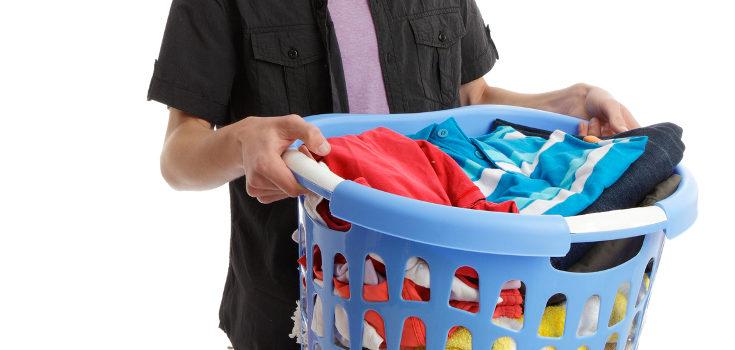 Es buena idea ir enseñándoles a realizar las tareas domésticas y ganar autonomía