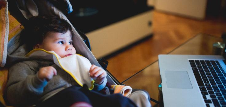 No debemos exponer a niños menores de 2 años a una pantalla