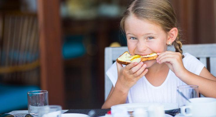 Enseña a tus hijos hábitos de vida saludables para que lleven una dieta equilibrada