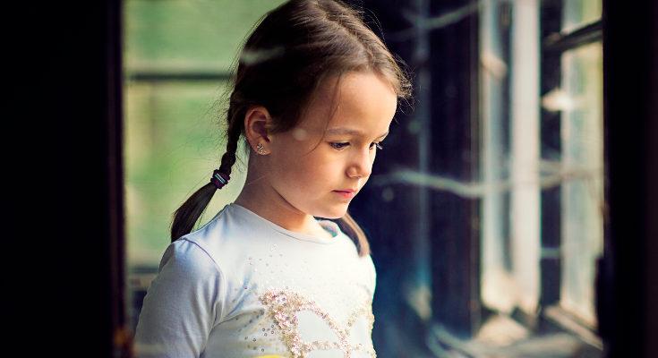 Poner etiquetas a tus hijos, establecer con ellos luchas de poder o no dejarles expresarse son conductas tóxicas