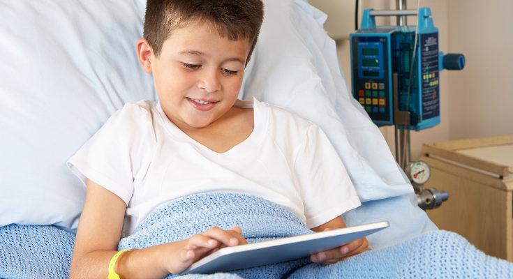 Los juegos y las nuevas tecnologías son un buen recurso para los niños y niñas que están en el hospital