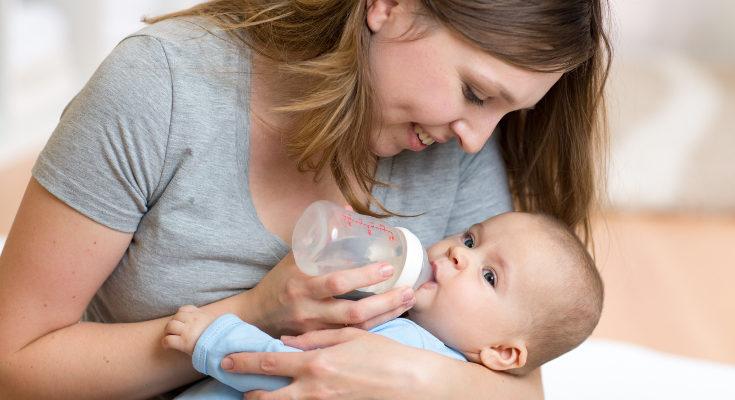 La lactancia con biberón es igual de efectiva, así que no debemos sentirnos culpables