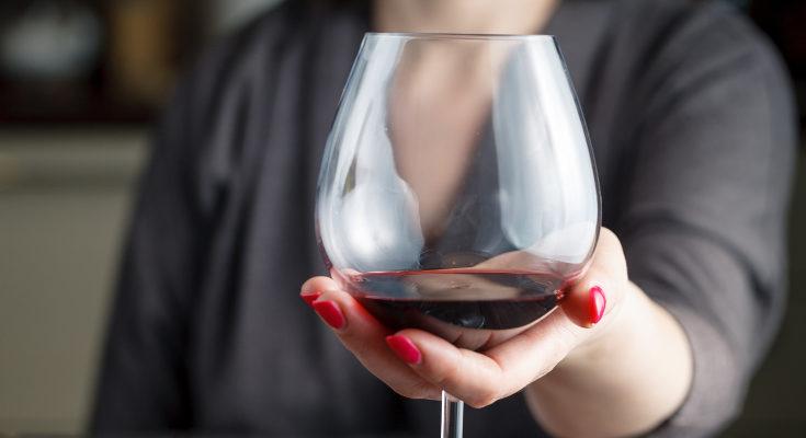 El alcohol y la lactancia son incompatibles