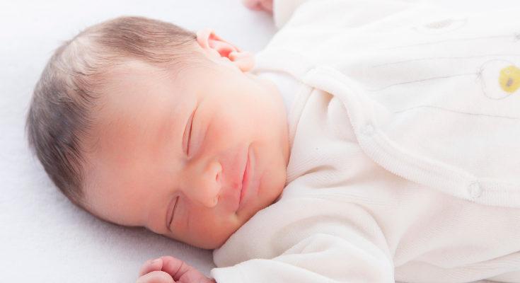 Procura que tu bebé duerma sus siestas en el mismo lugar