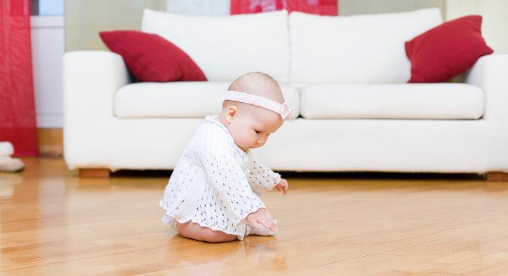Procura que la cinta no apriete la cabeza del bebé