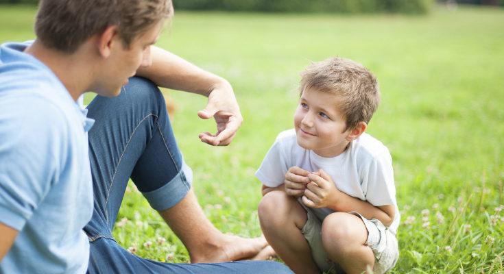 Es recomendable que les enseñemos a interactuar correctamente y expresar emociones