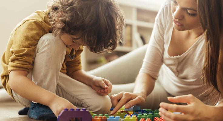 El juego y la lectura en alto nos ayudarán a enseñarles a interpretar y transmitir emociones