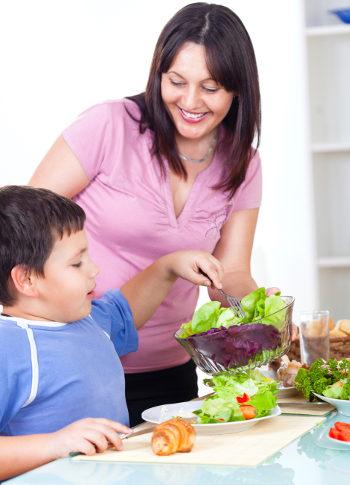 Todos debemos comer sano en casa para apoyarles