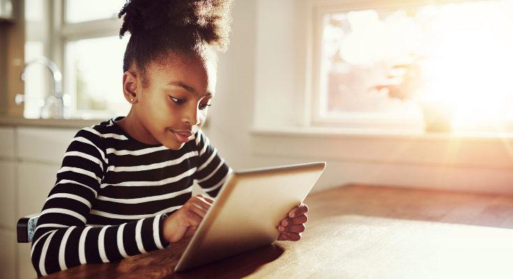 Hoy los niños y adolescentes se divierten viendo vídeos de Youtube en sus tablets y ordenadores