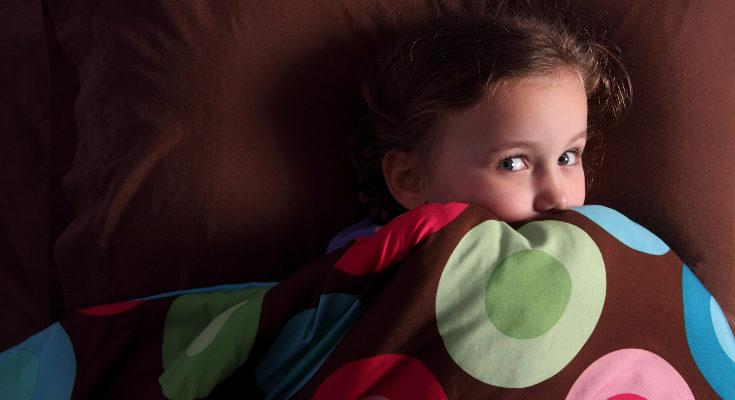 Evita que tus hijos vean escenas de miedo en películas o series antes de ir a la cama