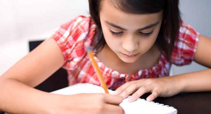 Haced muchas actividades con los dedos, pintar escribir en el aire, etc.